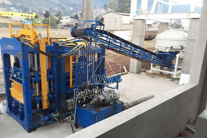 QT4-15 hollow block making machine installed in Mexico